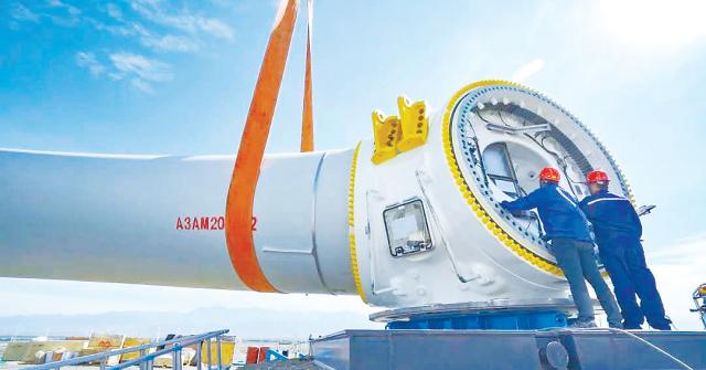 亚洲陆上单机容量最大风电机组在达坂城区成功吊装